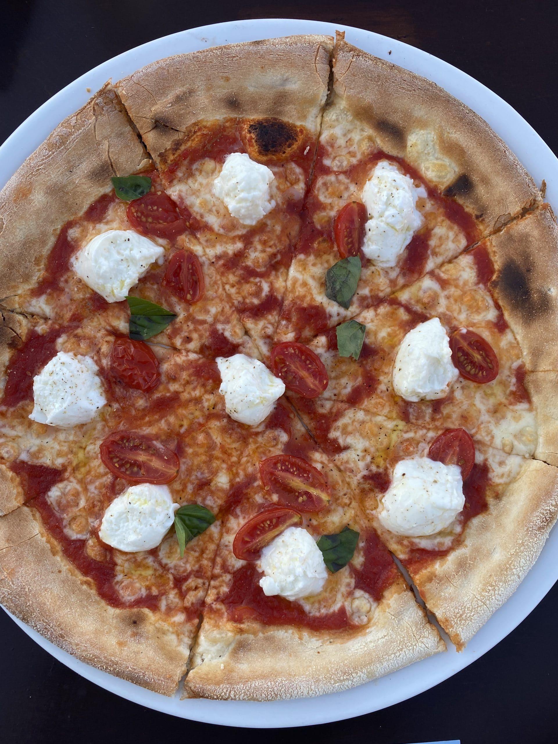 caprese pizza at giacomo paros greece